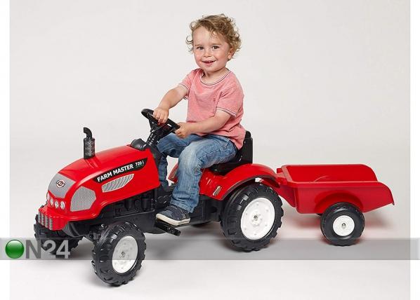 Traktori Farm Master peräkärryllä