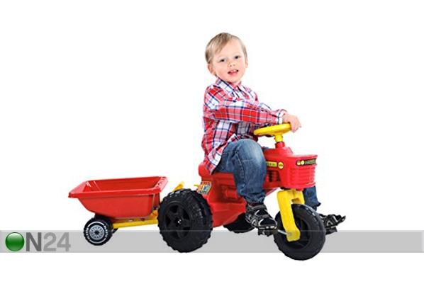 Traktori polkimilla
