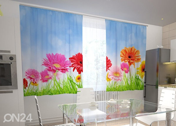 Pimentävä verho BRIGHT GERBERAS IN THE KITCHEN 200x210 cm ED-98583